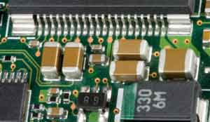 smd-capacitors-on-pcb-01